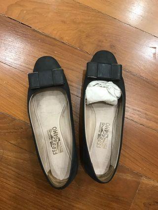 Salvatore ferragamo black bow flat shoes