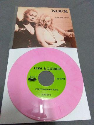 NOFX vinyl record piring hitam