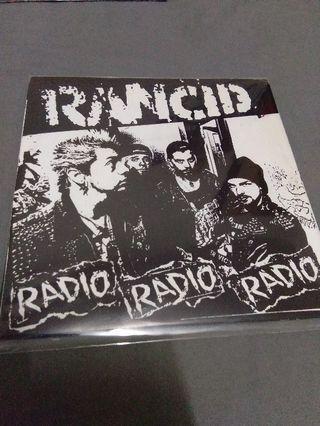 RANCID vinyl record piring hitam