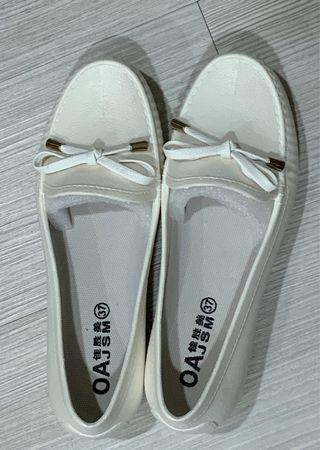 全新含運-白色娃娃鞋,可當雨鞋