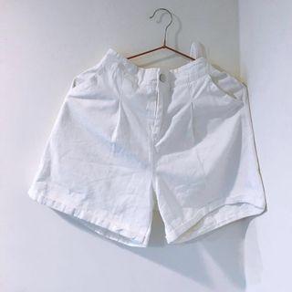 奶油壓褶高腰後鬆緊牛仔短褲