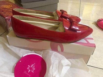 Dahpne Red Flat shoes