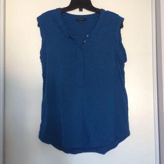 RW&Co Blue Sleeveless Top (Size Medium)