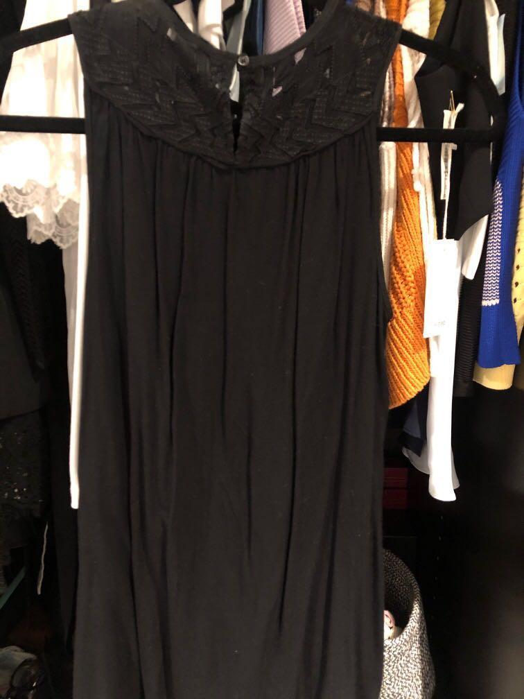Aritzia Wilfred black sleeveless blouse with lace design black XXS