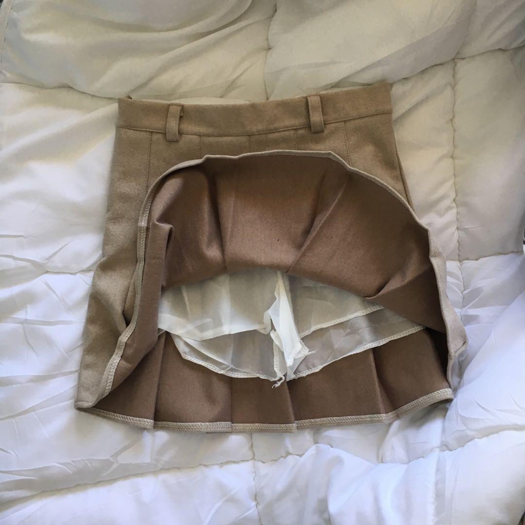 NWOT beige pleated skirt