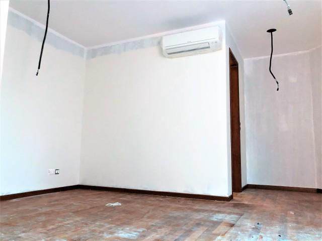 BRAND NEW SPACIOUS LAYOUT, BRIGHT AND BREEZY CORNER TERRACE(D13)