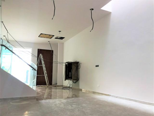 BRAND NEW SPACIOUS LAYOUT, BRIGHT AND BREEZY TERRACE (D13)