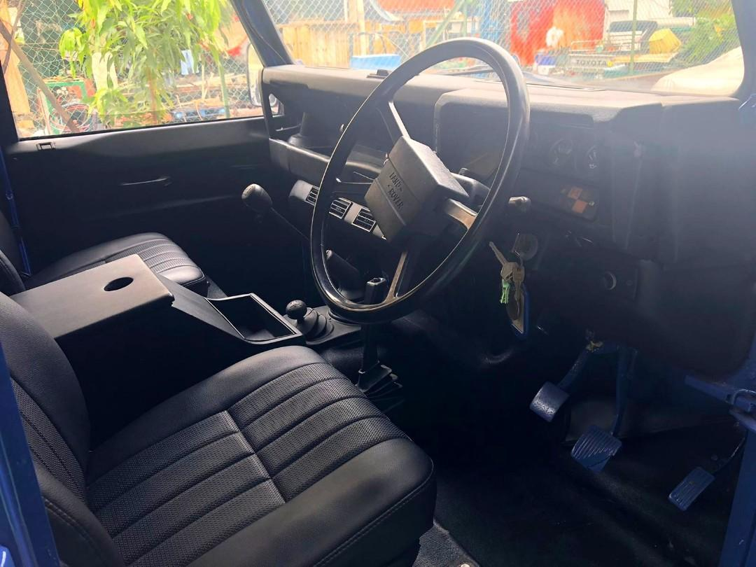 Land Rover Defender (M)