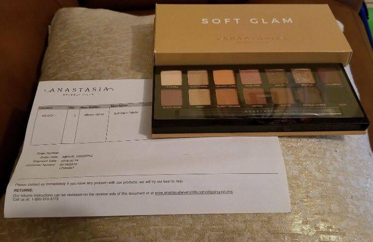 NEW IN BOX - AUTHENTIC AND UNUSED - ANASTASIA BEVERLEY HILLS - SOFT GLAM PALETTE - AUTHENTIC