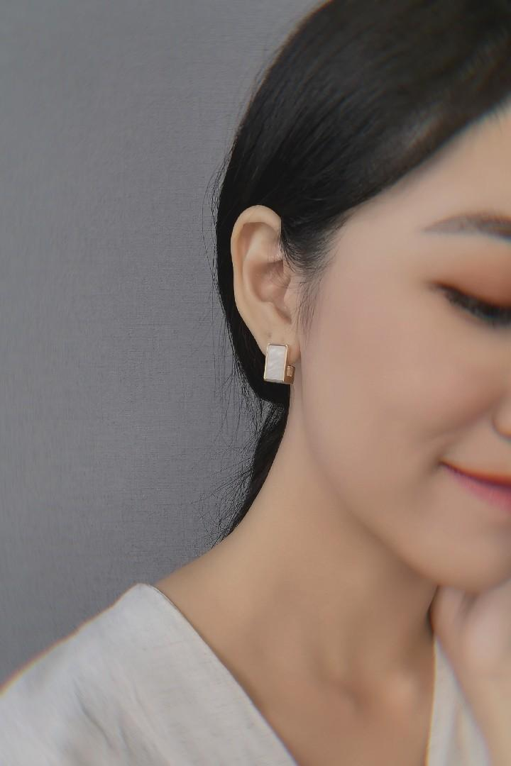 Shell L Earring