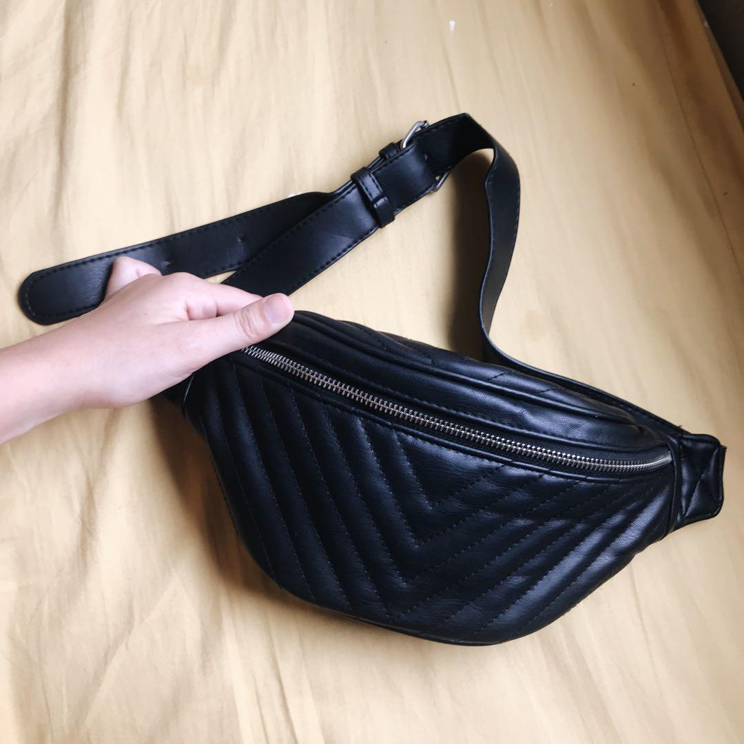 STRADIVARIUS BLACK WAIST BAG cond: 98% Chat us for the further information