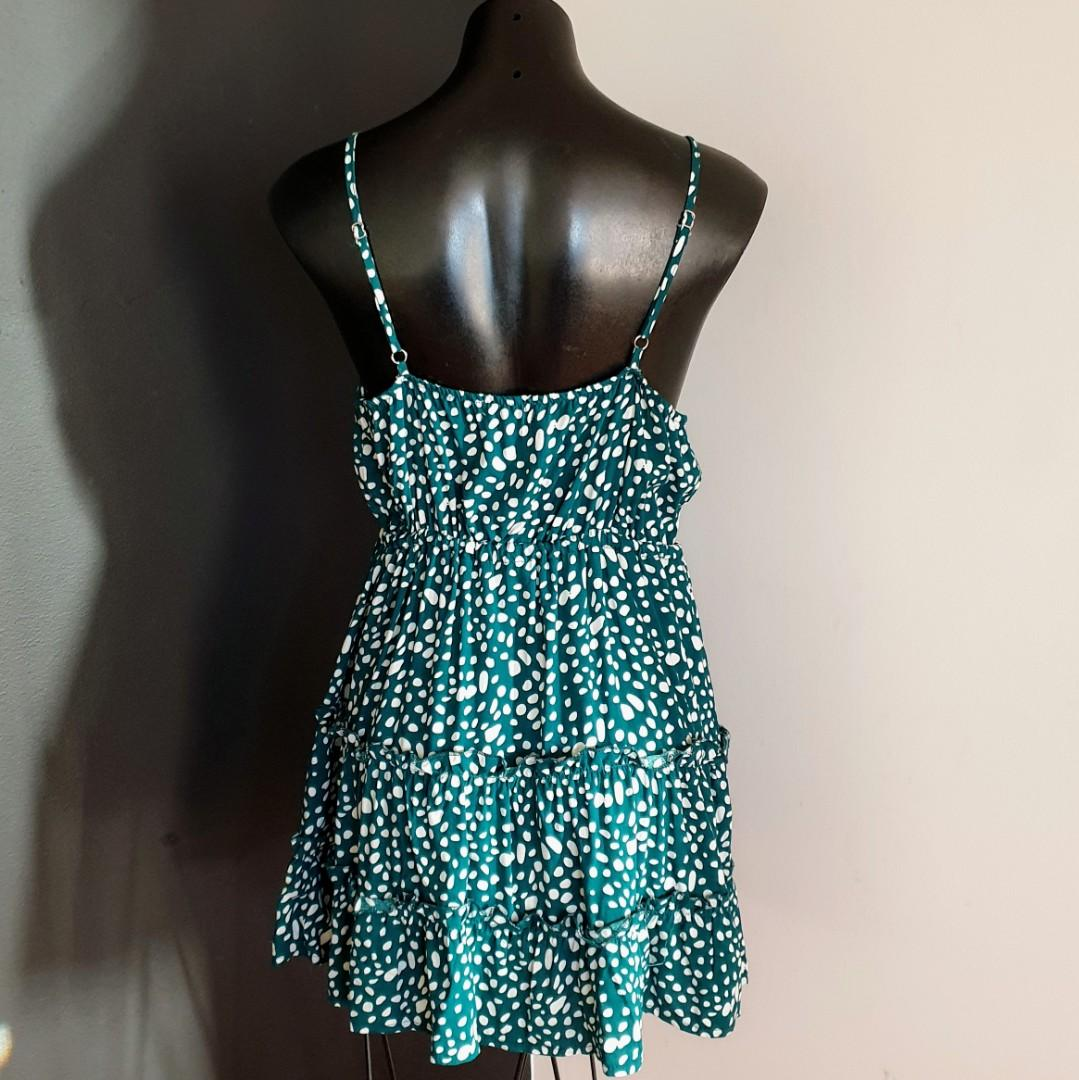Women's size 12 'RUMOR' Gorgeous green and white summer dress - AS NEW