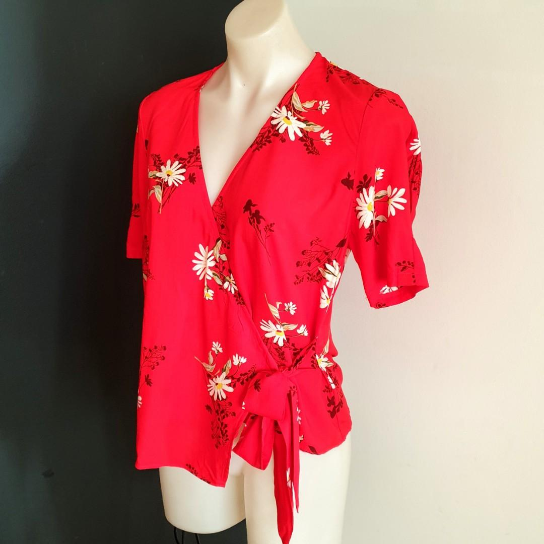 Women's size 12 'WAREHOUSE' Gorgeous red floral overlap short sleeve top - BNWT