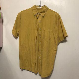 黃色短袖襯衫