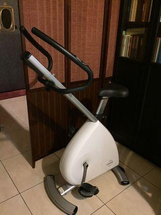 OSIM iBike 纖體踩健身腳踏車( OS-4085 ) 。保證商品完好,功能不正常可退。出價前請參看本賣場交易付款方式,非誠勿擾,感謝!