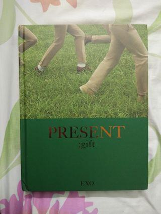 EXO Official Photobook - PRESENT;gift