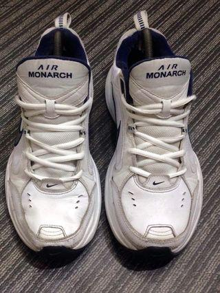 size 40 running shoes presenting air monarch | Men's Fashion | Carousell Philippines