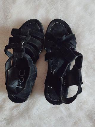 Sepatu Sandal black velvet
