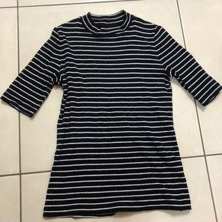 Uniqlo 五分袖黑白條紋上衣