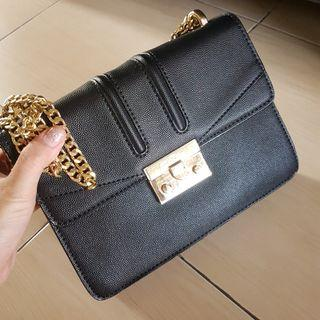 (NEW) TAS CHARLES AND KEITH CLASSIC CHAIN SHOULDER SLING BAG