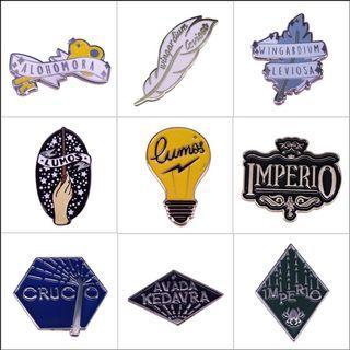 Enamel pin - Hogwarts, harry potter, book, bookish, hardcover, hardback, hard cover