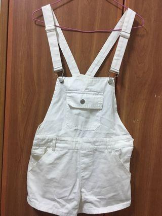 白色吊帶短褲