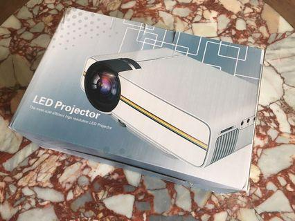 LED Projector 投影機