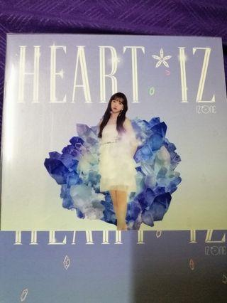 Iz*one Heart*iz album ( sapphire version)