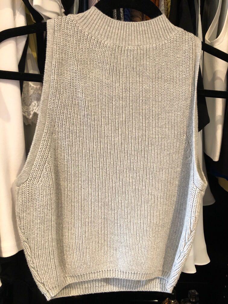 Aritzia Wilfred knit sleeveless crop mock turtleneck top Medium