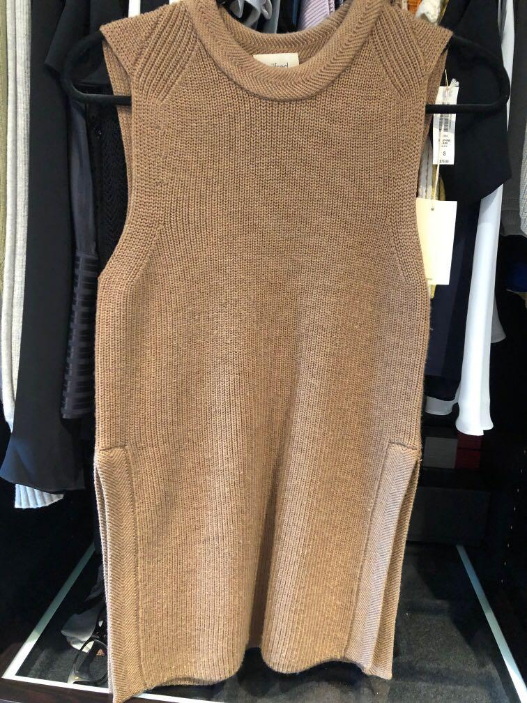 Aritzia Wilfred palmier wool sleeveless camel sweater