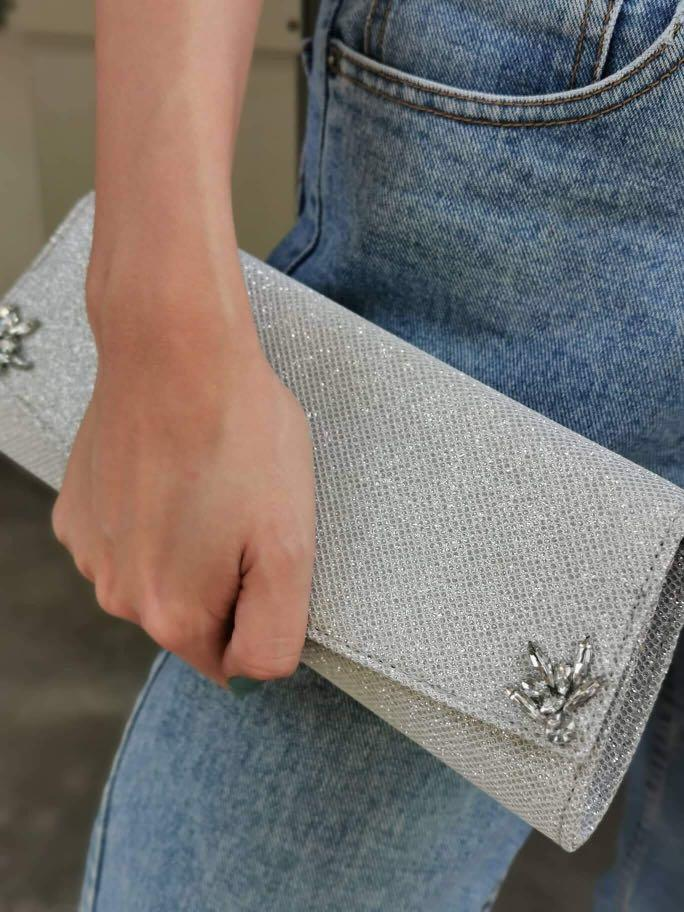Claire's Women Wanita Luxury Elegant Dinner Silver Glitter With Diamond Flower Crystal Stone Hand Carry Bag Clutch  And Sling Bag (defection)
