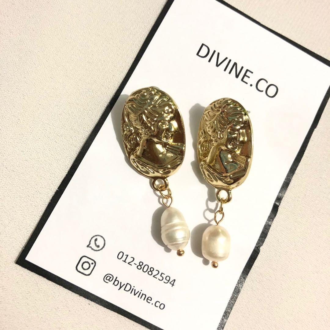In Trend Earrings with Pearl