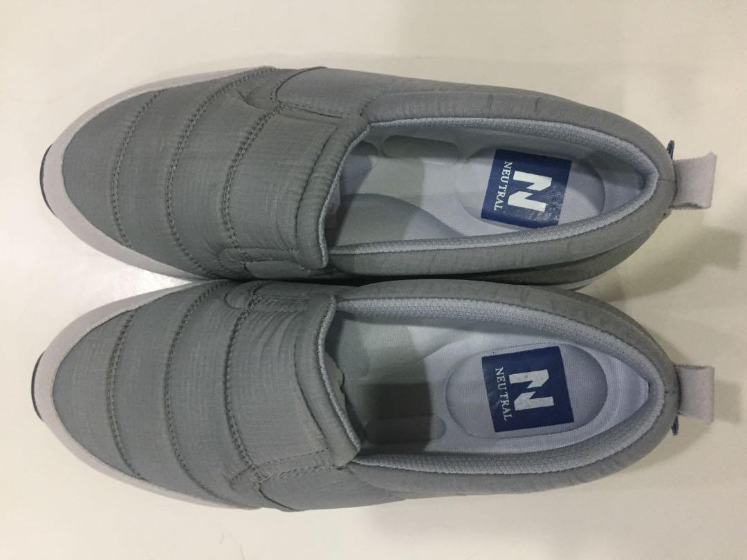 Neutral 灰色懶人鞋(似羽絨布)