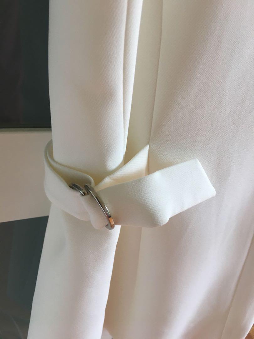 Women's sleeveless blazer unworn (no tags) from Dynamite $15