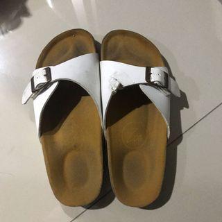 Sandal Birkenstock / Sandal Trend Putih / Sandal Putih / Sepatu Putih /
