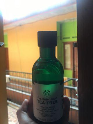 The Body Shop Tea Tree Facial Wash