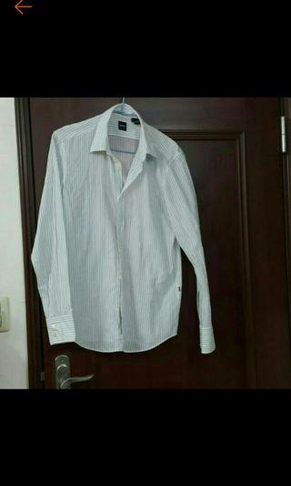 Hugo boss 黑標白襯衫有直條線造型肩寬46胸寬50袖長69衣長80cm保持好