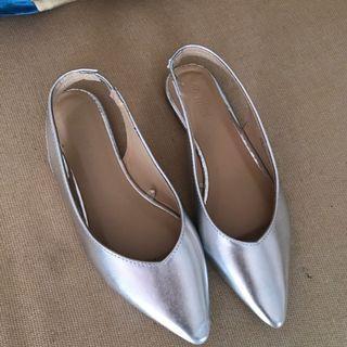 Sepatu Max Silver