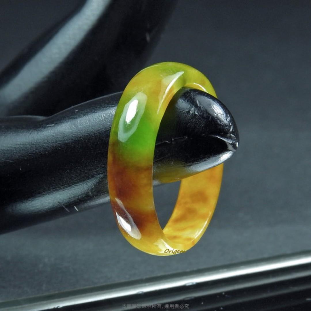 珍珠林~翠綠糖黃玉戒.也可當玉墬子佩戴.內徑17.5MM國際圍13號#809
