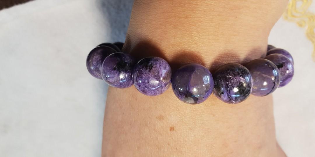 天然紫龍晶手串(手鏈)原價1800,有如油畫般美麗的紋路,蘇俄的國寶石,增加勇氣提升人際關係,佩戴紫龍晶飾物,讓您擁有高貴、優雅、雍榮的不凡氣質,以及慈悲、包容的氣度。