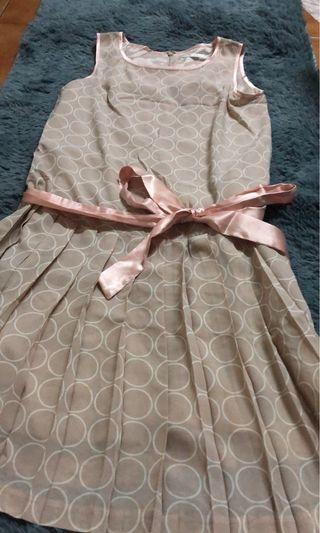 點點無袖綁帶百褶裙洋裝