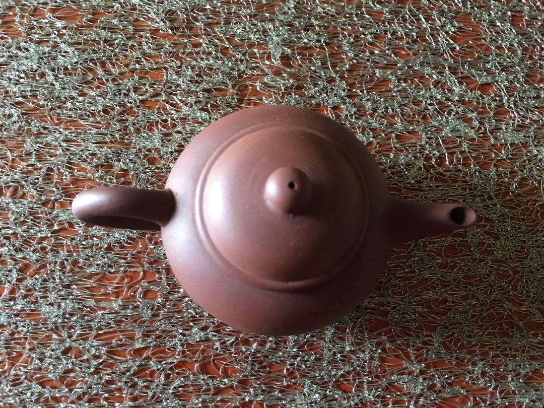 中國宜興〉水平-紫砂茶壺〉蓋有裂》早期收藏〉未使用品