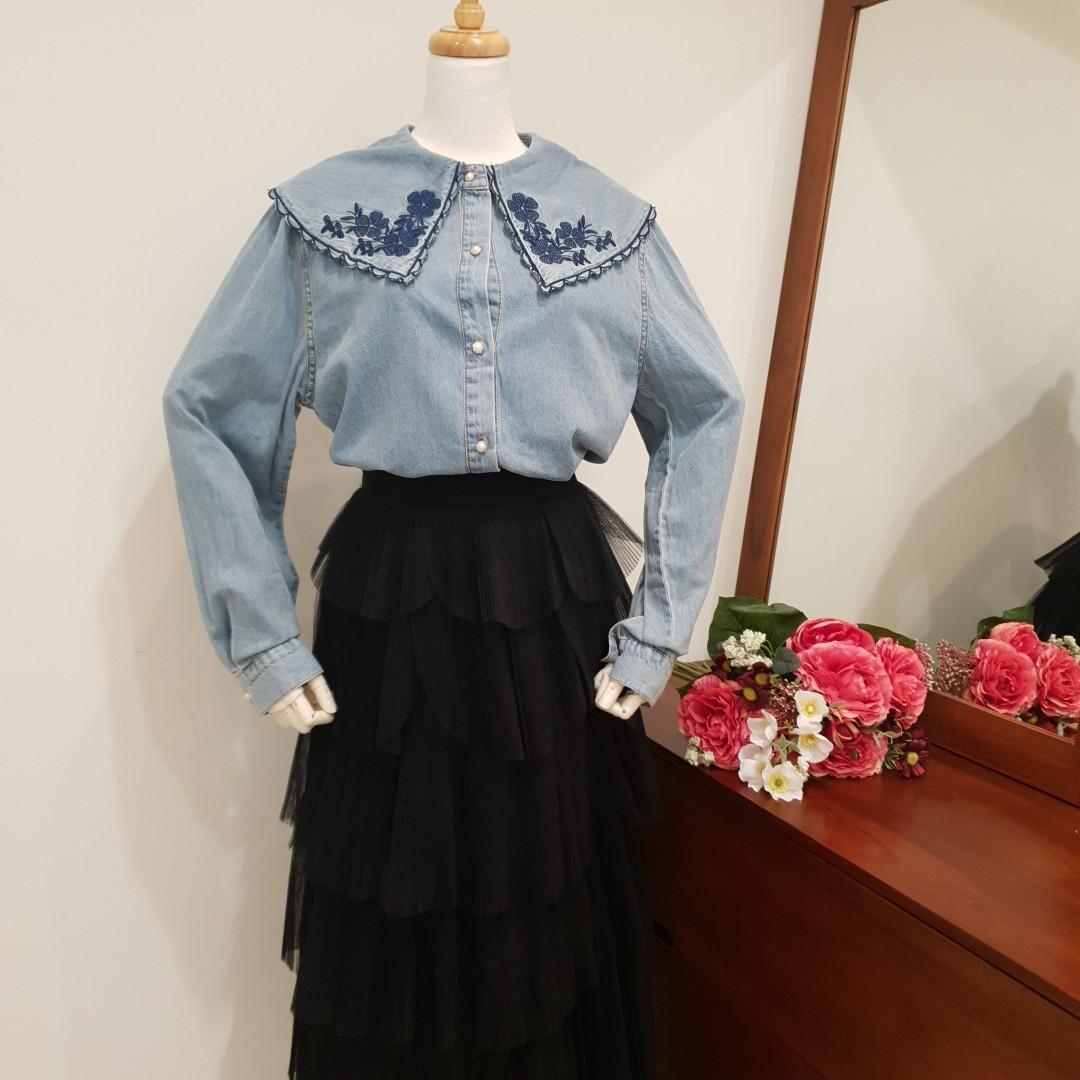 娃娃領花朵刺繡牛仔襯衫