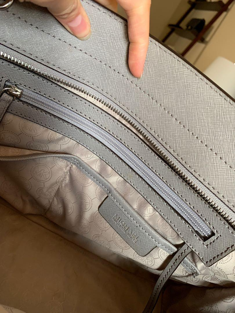Authentic Michael Kors Selma Large Bag in Pearl Grey