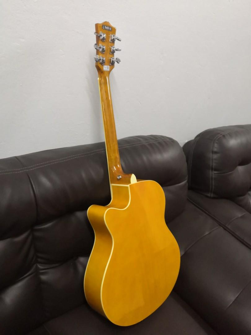 Guitar Acoustic/ Gitar