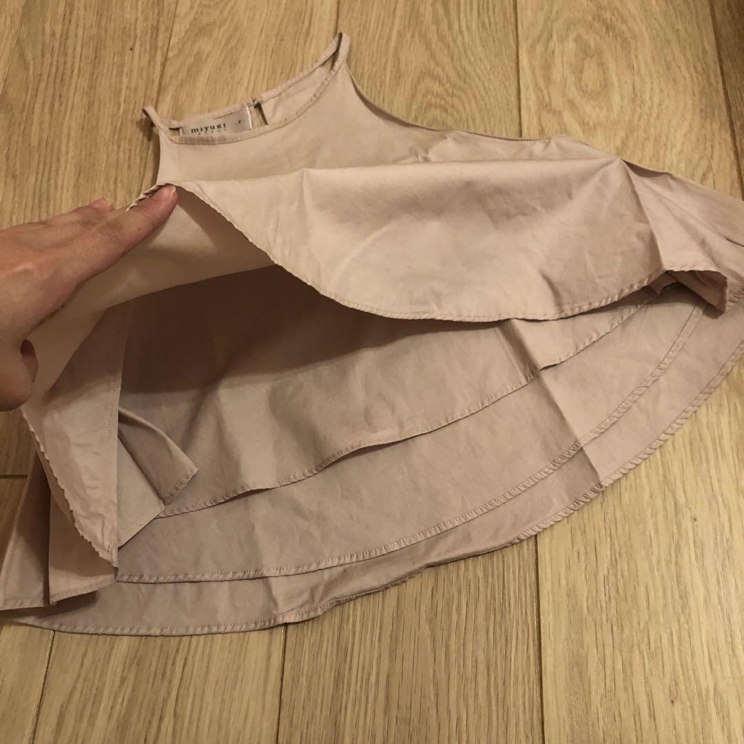 轉賣正韓miyuki粉色短版削肩雙層傘狀背心