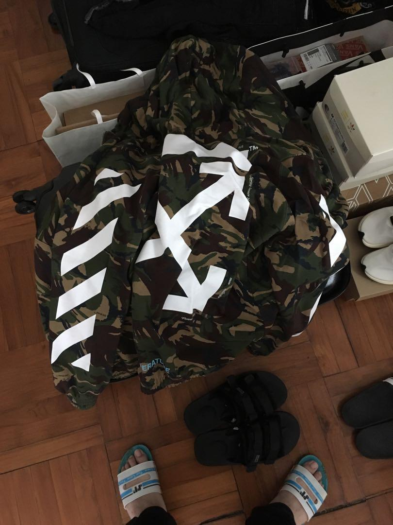 Off white camo zip up hoodie size m