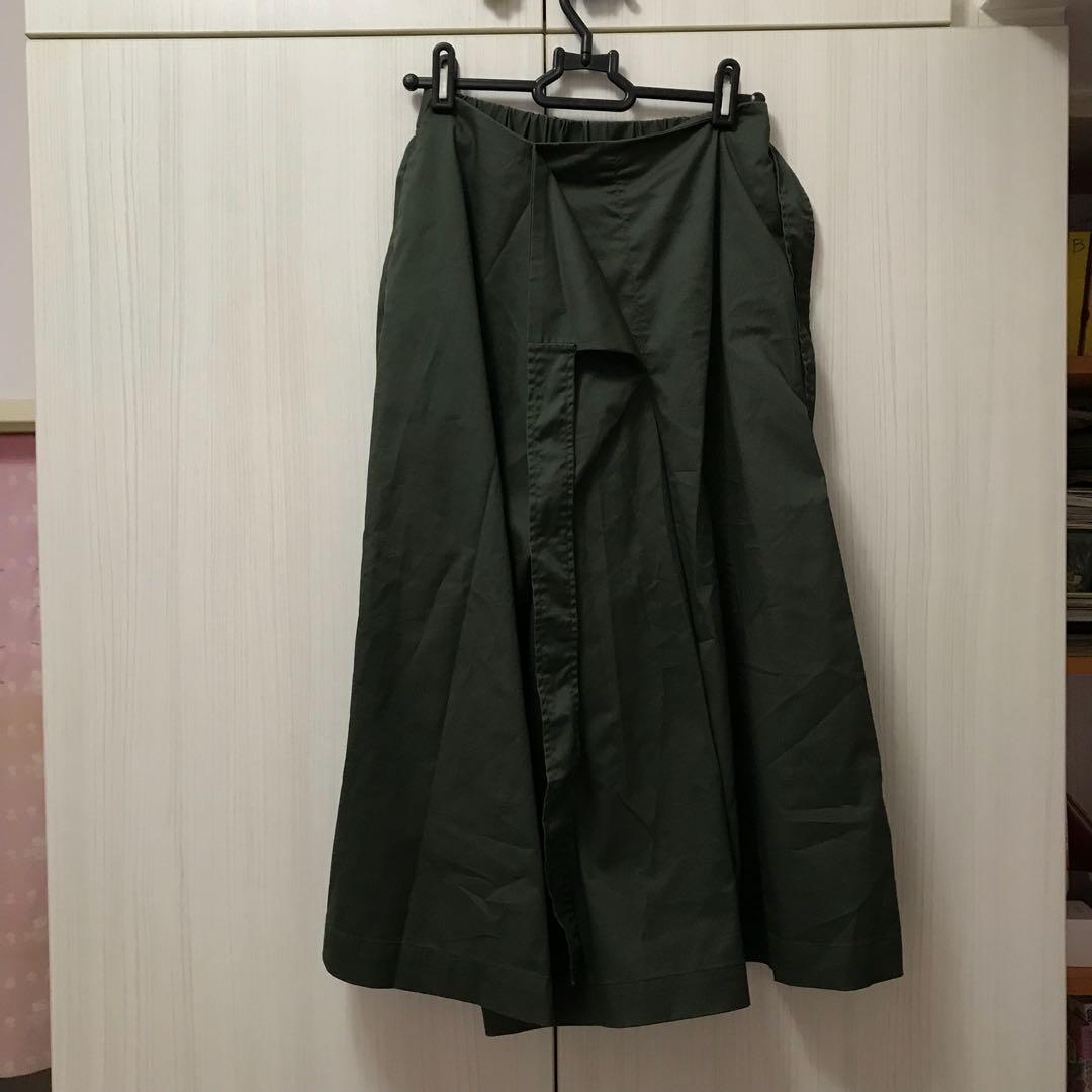 Uniqlo 墨綠色七分褲裙