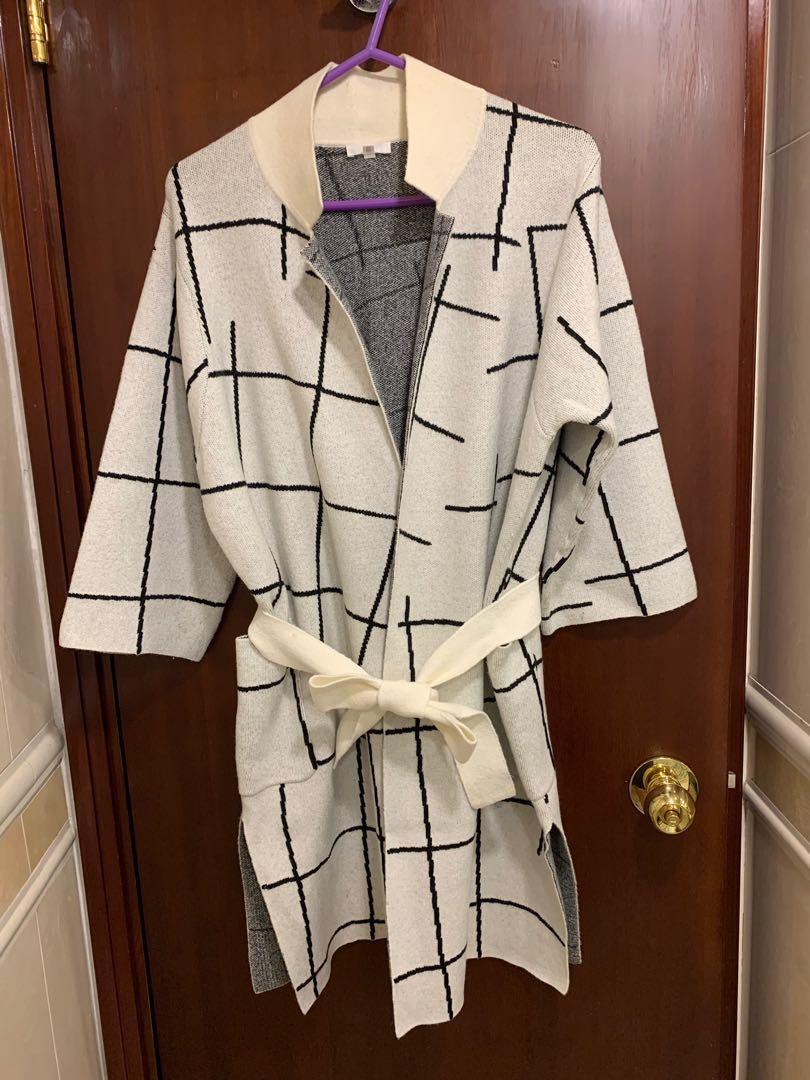 白底黑間中䄂冷衫長外套(本身XS碼, 但size偏大,起碼M碼)