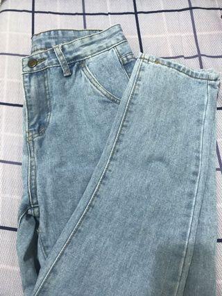 淺藍色直筒牛仔褲牛仔長褲